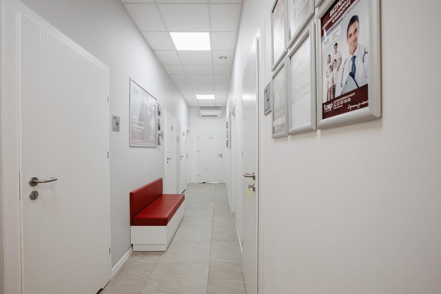 Przychodnia CMP Łomianki - korytarz